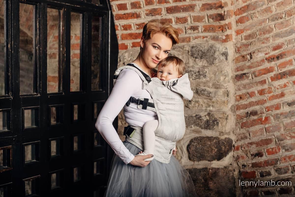 Ergonomische Tragehilfe, Größe Toddler, Jacquardwebung, 60% Baumwolle, 28% Leinen, 12% Tussahseide -  CRYSTAL LACE - Zweite Generation #babywearing