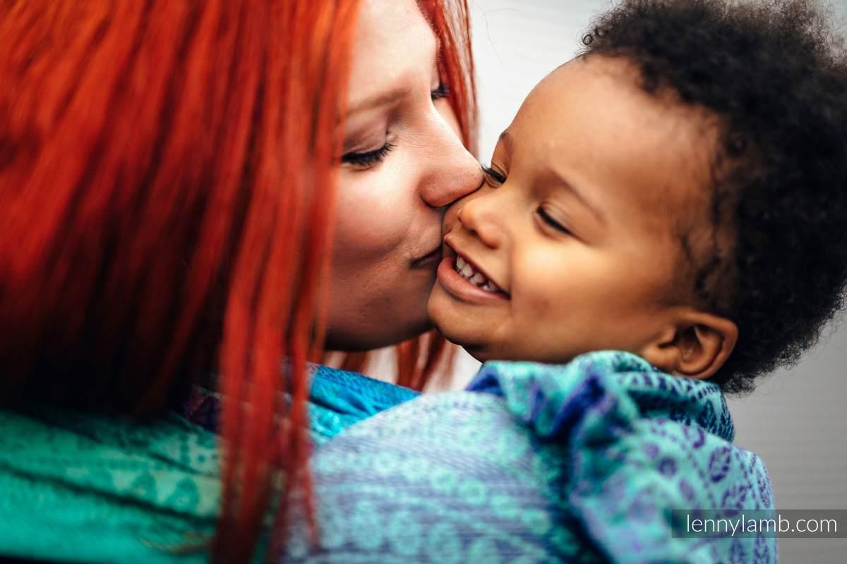 WRAP-TAI Tragehilfe Toddler mit Kapuze/ Jacquardwebung / 100% Baumwolle / PEACOCK'S TAIL - FANTASY #babywearing