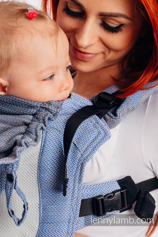 LennyGo Ergonomic Mesh Carrier, Baby Size, herringbone weave 86% cotton, 14% polyester - LITTLE HERRINGBONE OMBRE BLUE #babywearing