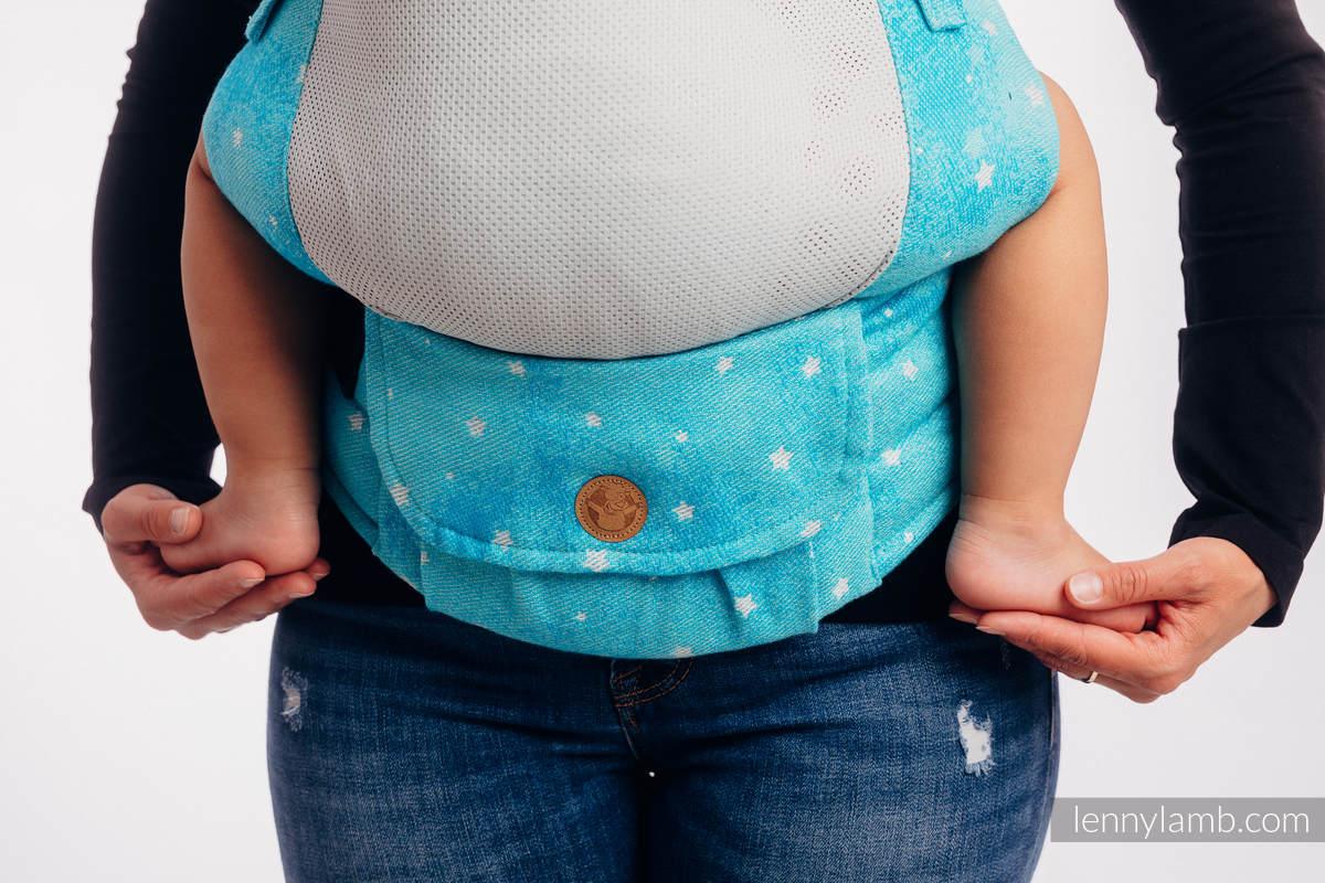 Nosidełko Siatkowe LennyUpGrade z tkaniny żakardowej (73% bawełna, 25% poliester, 2% przędza metalizowana) rozmiar standard - MIGOCZĄCE GWIAZDY - PERSEIDY #babywearing