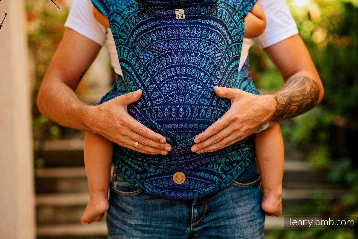 LennyHybrid Half Buckle Tragehilfe, Größe Standard, Jacquardwebung, 100% Baumwolle - PEACOCK'S TAIL - PROVANCE #babywearing