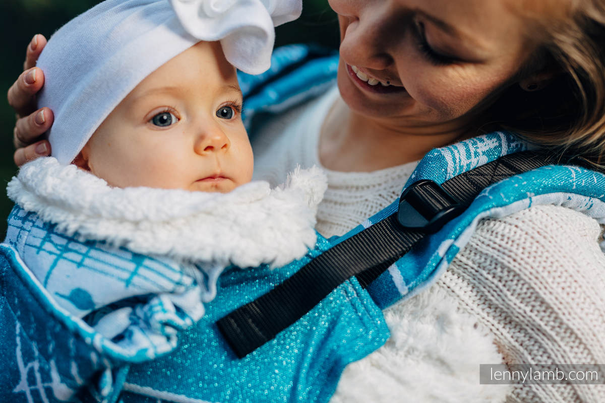 Nosidełko Ergonomiczne LennyGo z tkaniny żakardowej, rozmiar Baby - (51% bawełna, 30% wełna merino, 10% jedwab, 5% kaszmir, 4% przędza metalizowana) - SYMFONIA - LODOWA #babywearing