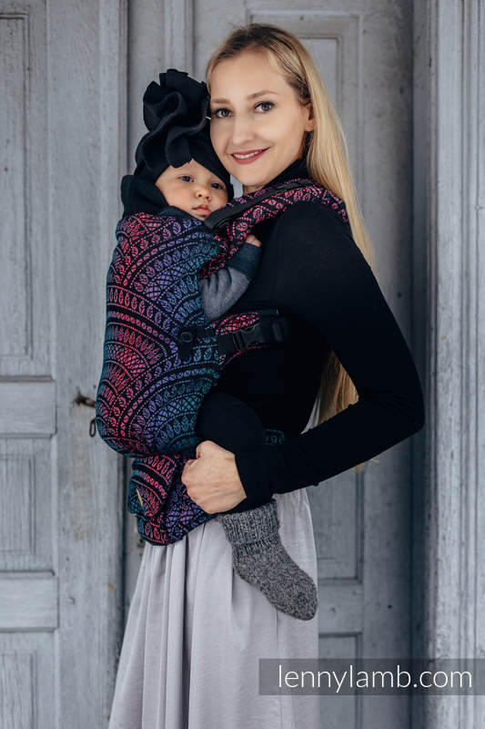 Nosidełko LennyUpGrade z tkaniny żakardowej 60% bawełna, 28% wełna merino, 8% jedwab, 4% kaszmir , rozmiar standard, PEACOCK'S TAIL - CZARNY OPAL #babywearing